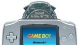 De wireless adapter aangesloten op de <a href = http://www.mariogba.nl/gameboy-advance-spel-info.php?t=Game_Boy_Advance target = _blank>Gameboy Advance</a>.