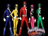 De Power Rangers nemen het opnieuw op tegen aliens die de aarde in gevaar brengen!