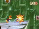 Door zijn loshangende lichaamsdelen kan Rayman een veilige afstand bewaren.