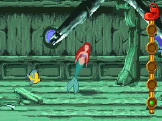 De kleine zeemeermin en Botje vinden een scheepswrak op de bodem van de oceaan.