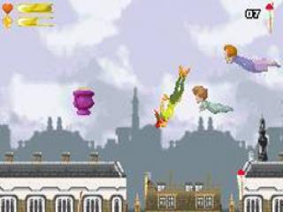 Met een klein beetje elfenpoeder vliegen Wendy en Peter boven de daken van Londen.