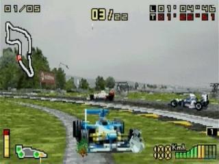 Een F1 wagen is niet gemaakt om over gras te rijden...