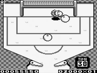 In een van de bonusgames probeer je je pinball in de voetbalgoal te krijgen.