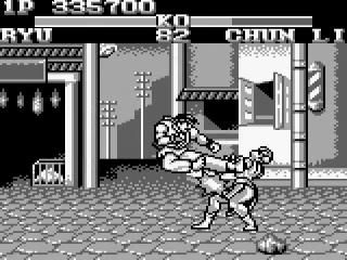 Chun Li incasseert een zijwaardse sidekick.