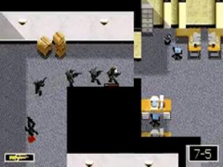 Sluip door gebouwen en schakel de tegenstanders één voor één uit.